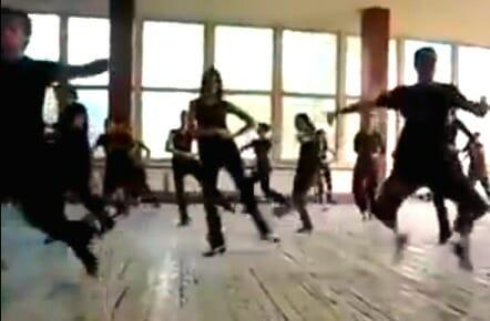 人間ってこんなにも回れるの?あまりにもあまりにも回りすぎなダンス集団