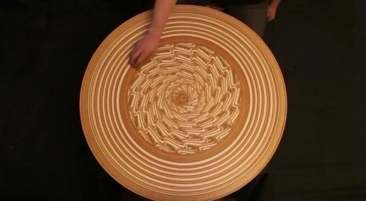 吸い込まれていく〜美しすぎる回転砂絵アート